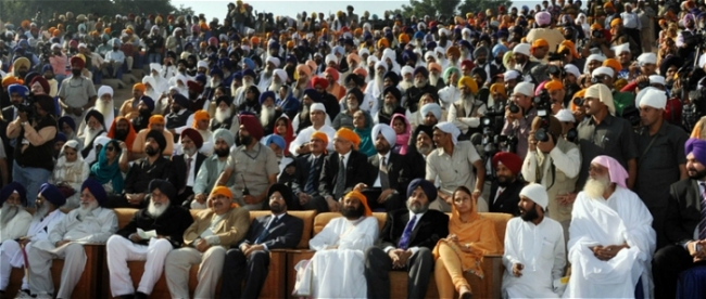 Badal Family and  various BJP politicians in VIP area on sofas in front row, representatives  of Nihang Dals and Sant Deras can bee seen sitting on plastic chairs in  the back rows