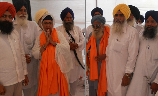 Family members, Bibi Gurmeet Kaur, and Bhai Angrez Singh being honored at Dasuwal