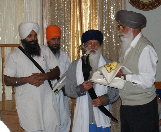 Shaheed Bhai Dilawar Singh's Father Honored by Sangat