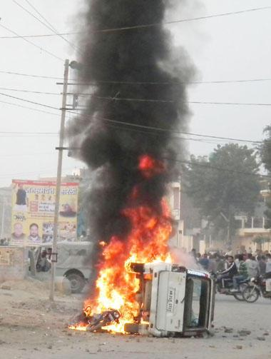 Sikh Vehicles Torched by Sirsa Cultists